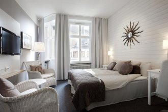First Hotel Orebro