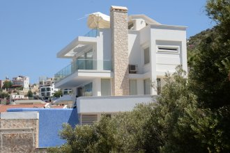 Villa Tuna by Akdenizvillam