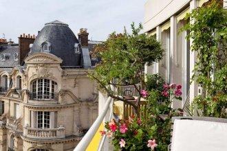 Stunning 3 Bed Apt With Balcony Near Champs Elysée