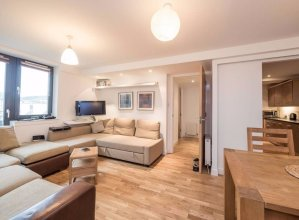 2 Bedroom Apartment Off Royal Mile