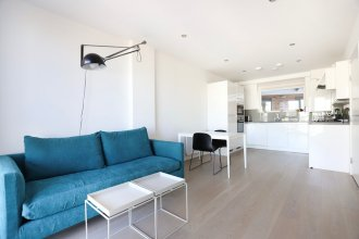 1 Bedroom Apartment With Balcony in Greenwich