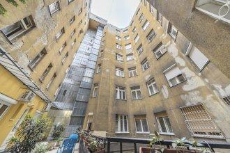 Zumin Apartment