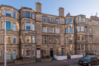 Cozy 2 Bedroom Apartment in the Heart of Edinburgh With gas Fireplace
