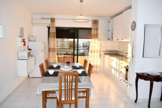 Apartment With 2 Bedrooms in Portimão, With Wonderful sea View, Shared Pool, Enclosed Garden - 150 m From the Beach