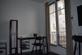 Simplistic 1 Bedroom Apartment in 17th