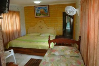 Yellow Moon Guesthouse & Apartments