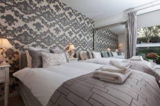 2 Bedroom Flat In Holyrood Area