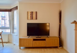 Modern Two Bedroom Flat in Leith