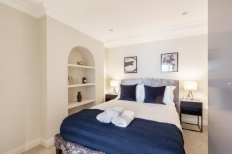 Elegant double bedroom in Belgravia