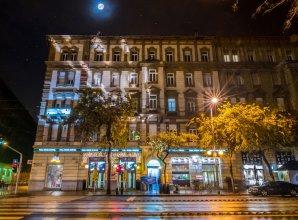 Full Moon Budapest
