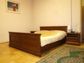 Apartment By Metro Moskovskaya