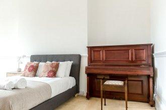 Spacious 1BR Period Apartment Hampstead
