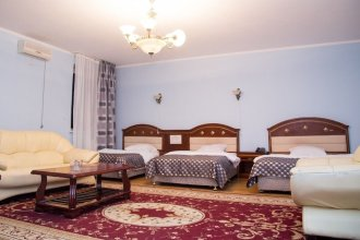 Отель Daniyar