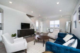 Brand NEW Luxury Modern 3bdr Townhome In Silver Lake