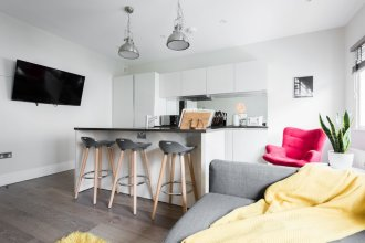 The Oxford Street Retreat - Modern 3BDR in 2 Apartments