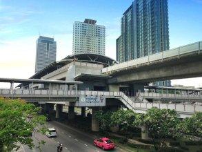 Bangkok Sanookdee - Adults Only