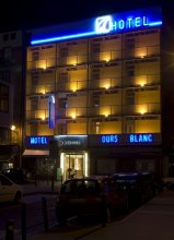 Ours Blanc - Place Victor Hugo