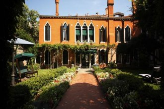 Pensione Accademia Villa Maravege