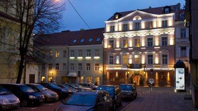 The Hotel Narutis