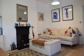 2 Bedroom Top Floor Apartment in Islington