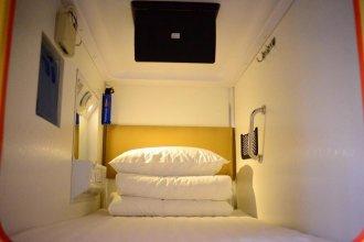 Simple Capsule Hotel