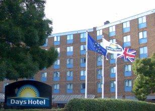 Waterloo Hub Hotel & Suites