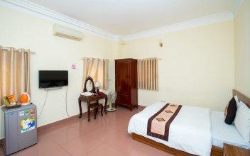 Ho Sen Xanh Hotel