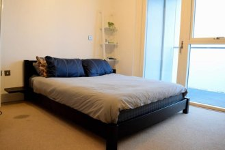 1 Bedroom Property in Brixton With Balcony
