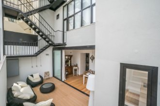 Gulbenkian 2 Bedroom Apartment with Private Garden