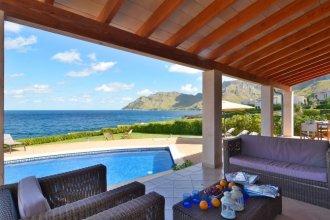 Luxurious Sea Front Villa in Mallorca