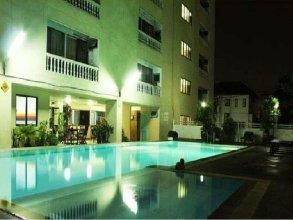Omni Suites Apartment Hotel.