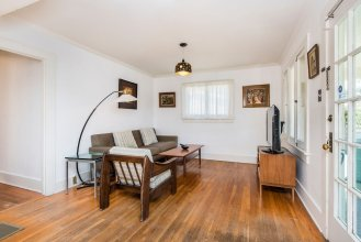 Charming 2 Bedroom Bungalow in Silver Lake