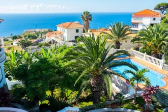 Apartment With one Bedroom in Caniço, With Shared Pool, Enclosed Garden and Wifi - 1 km From the Beach