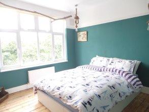 WOW 4 bed home N17 London sleeps 13