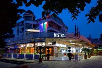 Hotel Mistral, Hotel Mistral