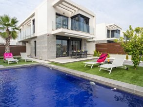 Luxury Holiday Home With air Conditioning and Private Pool at Vistabella Golf