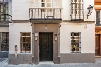 Tomás de Ibarra Pool & Luxury Apartments