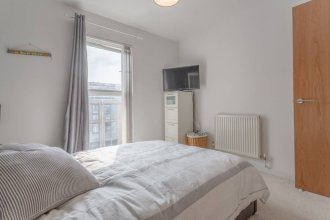 Modern and Bright 2 Bedroom Flat Near Burgess Park in Peckham