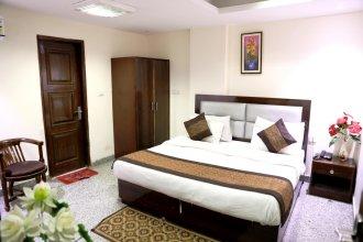 Hotel The Paramont, Delhi