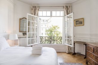 Tour Maubourg - Eiffel Tower Apartment