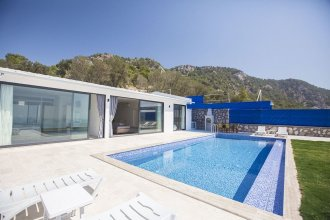 Villa Mutlu by Akdenizvillam