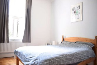 Lovely 2 Bed Apartment with Garden