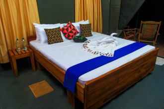 the campers lodge luxury  camp yala