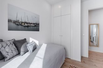 Puerta Toledo Apartment by FlatSweethome