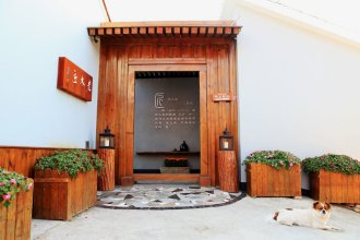 Carpenter's Rustic Courtyard-Great Wall