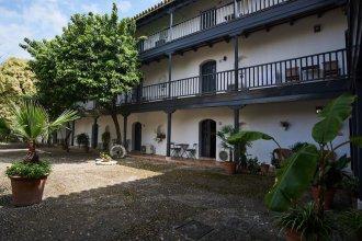 Conde Central Courtyard by Valcambre