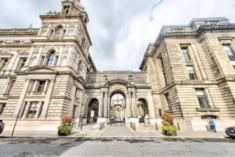 Stunning 2 Bed Apt in Merchant City With Parking