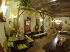 U Zlate Podkovy Apartments