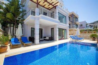 Villa Gulbay by Akdenizvillam