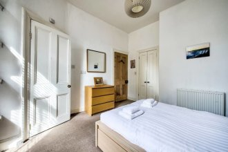 Lovely and Spacious 2BR Home on Comiston Road